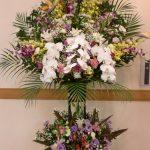 お葬儀のスタンド生花