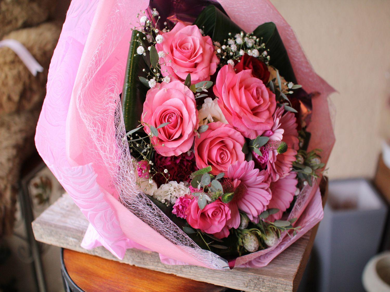 ピンク系の素敵な花束